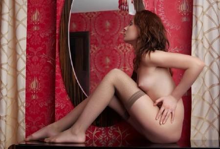 фото порно телки в бежевых чулках